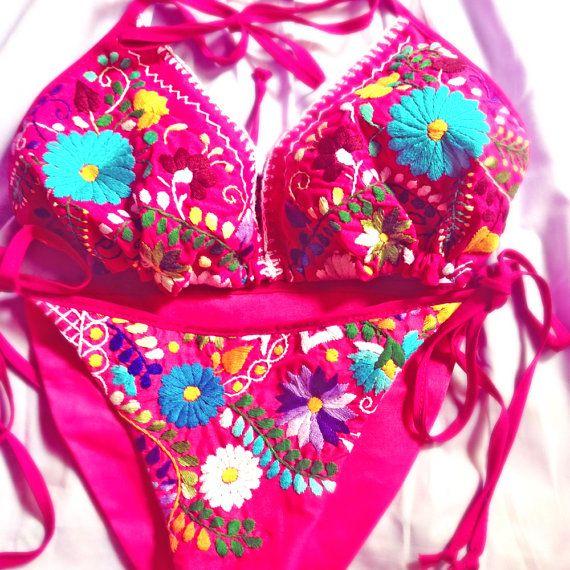 Rosa Mexicano mexicano bordado inferior y bikini por AidaCoronado