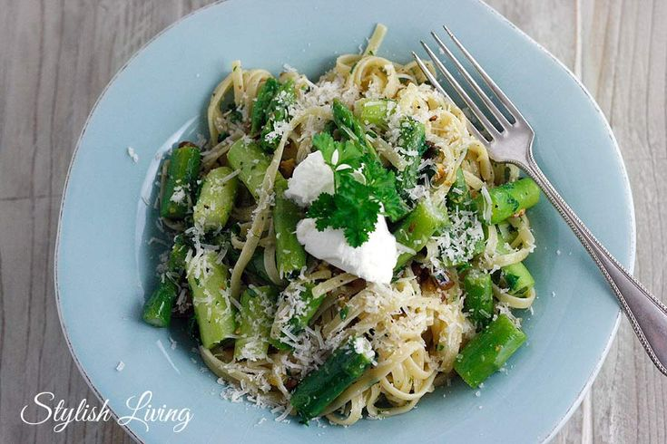 Pasta mit grünem Spargel und Pistazien