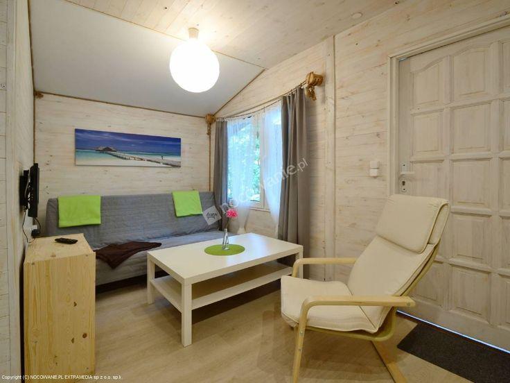 Bajka - domki letniskowe pośród sosnowego lasu nad brzegiem jeziora Jeziorak. Więcej informacji na: http://www.nocowanie.pl/noclegi/ilawa/domki/133901/