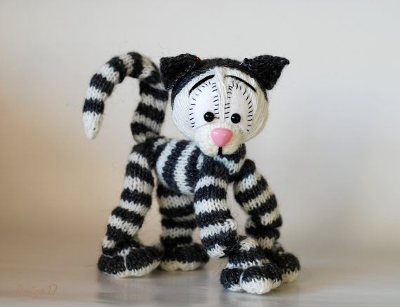 Amigurumi Wire Skeleton : Playful Tabby cat ( a wire skeleton inside) - knitting ...