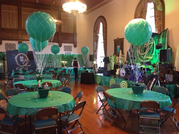 Love these hot air balloon centerpieces!