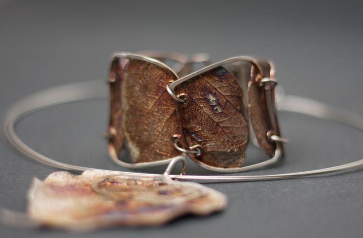 """Dorian Grabowski: Wyjątkowa bransoletka srebrna z serii """"Liście"""" autorstwa Doriana Grabowskiego. Bransoletka stworzona ręcznie, z niezwykłą fantazją i dbałością o każdy szczegół. Została wykonana ze srebra próby 925 z domieszką miedzi. Idealna propozycja dla nowoczesnych kobiet lubiących unikalne dodatki."""