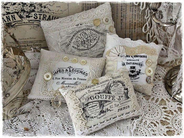 Винтажные подушки с вязаной отделкой