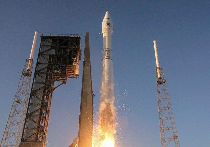 Lanciata la sonda della NASA diretta ad un asteroide risalente agli albori del Sistema Solare. Obiettivo, la raccolta di campioni di roccia per cercare tracce organiche. Il commento del Presidente ASI Roberto Battiston