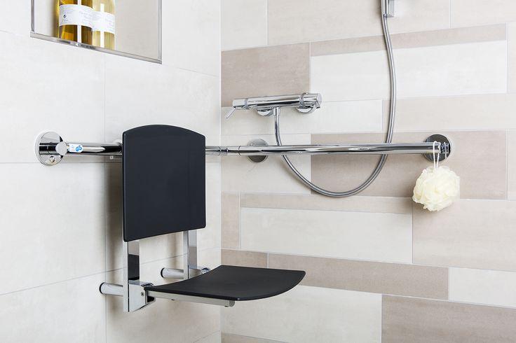 Wegklapbaar zitje. Mooi: het krukje uit de badkamer komt uit dezelfde serie. Dit zorgt voor rust in de badkamer.