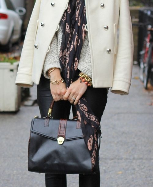 Calaveras: Street Fashion, Style Inspiration, Fall Wins, Street Style, Fall Fashion Style, Brooklyn Blondes, Black Leather Bags, Wool Coats, Skull Scarf
