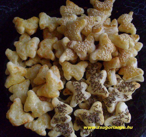 sajtos, szezámmagos és köménymagos pillangók