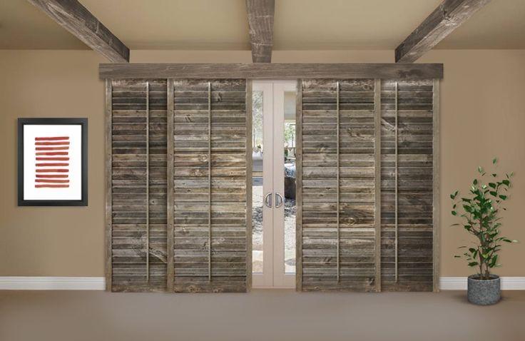 Zuruckgeforderte Holzerne Fensterladen Auf Einer Glasschiebetur In