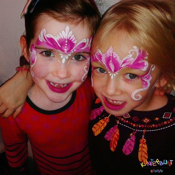 Zwei süße Prinzessinen. Jedes Mädchen liebt es eine Prinzessin zu sein. Man sieht gleich in den leuchtenden Augen wie glücklich sie sind. Princess of the moment. © by http://www.kunterbuntberlin.de