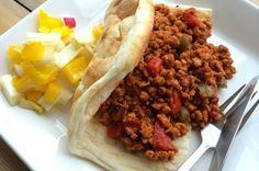 Deze Sloppy Joe met kip en Turks brood is een variant op het originele Amerikaanse recept, maar minstens net zo lekker. Bekijk hier het recept.