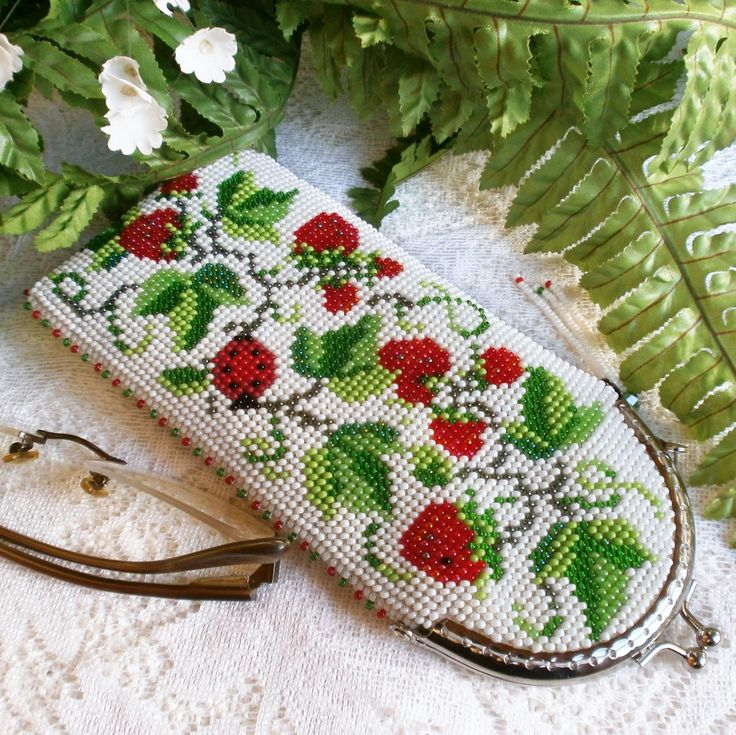 Soft spectacle case with strawberries