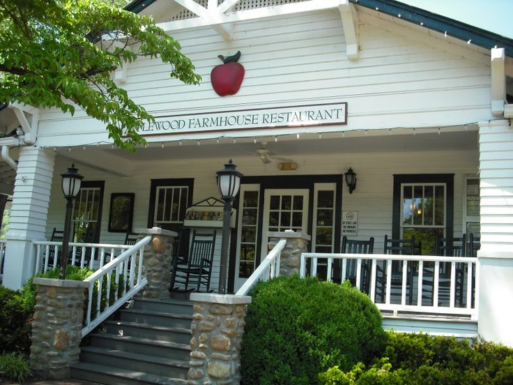Apple Barn Restaurant... How can you go to Pigeon Forge/Gatlinburg and NOT go to the Apple Barn? :)