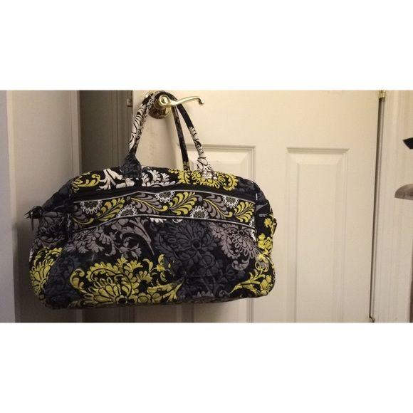 Vera Bradley duffel bag Vera Bradley carry on traveling duffle bag. Very clean bag! No rips or tears! Vera Bradley Bags Travel Bags