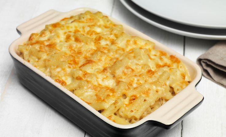 Ένα εύκολο, γρήγορο, πεντανόστιμο και χορταστικό γεύμα ή δείπνο με δύο αγαπημένα υλικά, ζυμαρικό και τυριά, για το καθημερινό οικογενειακό τραπέζι. Μια συν