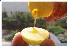 Nettoyant pour la peau maison : Aider à nettoyer votre peau en ajoutant quelques gouttes de miel à un demi-citron. Frottez soigneusement et doucement sur votre visage et votre corps, en se concentrant sur les zones à imperfections ou des marques. Laisser reposer pendant environ 3-5 minutes. Laver avec de leau froide, répéter ce processus une fois par semaine pendant un mois. Le jus de citron aide à faire pâlir les taches ou les marques, tandis que le miel agit comme un hydratant.