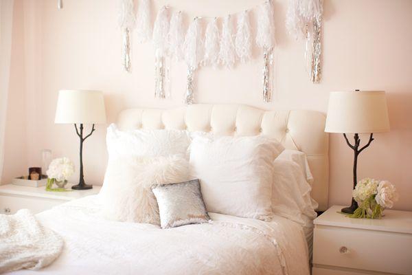 bedroomWhite Beds, Design Interiors, Interiors Design, White Bedrooms, Pink Bedrooms, Modern Interiors, Style At Home, Bedrooms Decor, Design Home