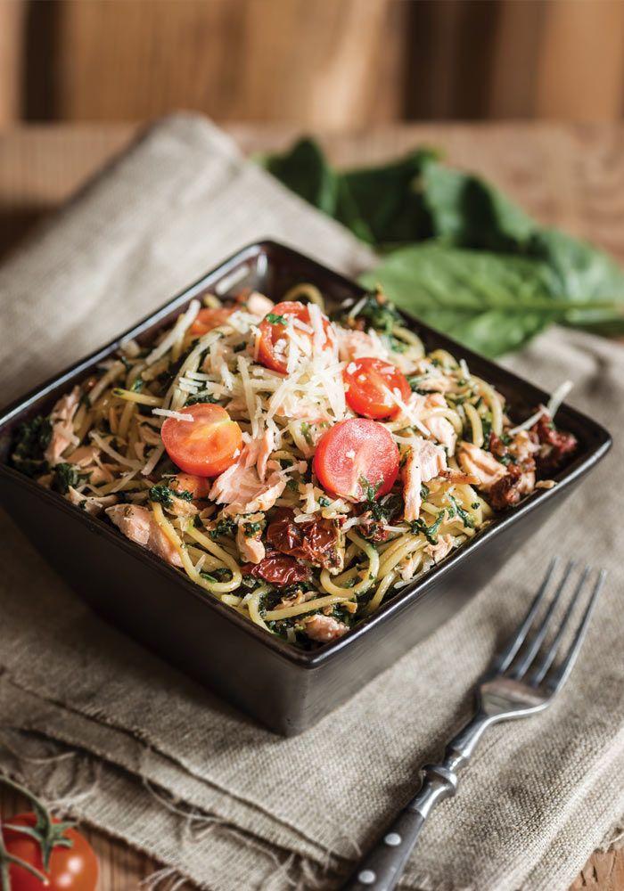 spinach and salmon spaghetti from jedzeniestygnie.pl