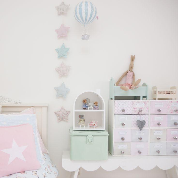 Girls Room: Stars, Hot Air Balloon, Pastel, Heart, Stars, Gant