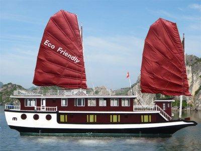 Croisiere dans la baie Halong au depart de Cat Ba, Haiphong http://www.voyagehalongsapa.com/pages/voyages-a-halong/