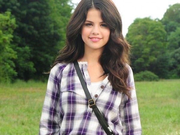 Selena Gomez (1024x768) Wallpaper