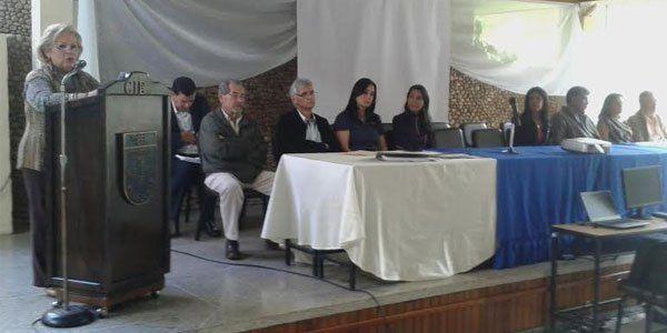 """Gremio de ingenieros insta a denunciar a Maduro en Fiscalía """"Por violentar y usurpar la soberanía como pueblo"""", el Centro de Ingenieros del estado Táchira aprobó en Asamblea Abierta, respaldar la denuncia formulada ante la Fiscalía Superior del Ministerio Público por un grupo de jóvenes, al demandar al presidente de la República, Nicolás Maduro, de realizar una convocatoria a Asamblea Constituyente.  http://wp.me/p6HjOv-44i ConstruyenPais.com"""