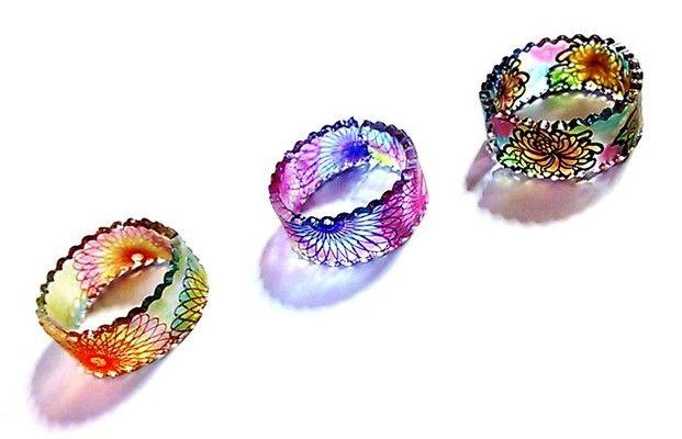 プラバンというとキーホルダーやピアス・ネックレスなどのアクセサリーパーツを連想させますが、実は指輪も簡単に作れるんです!