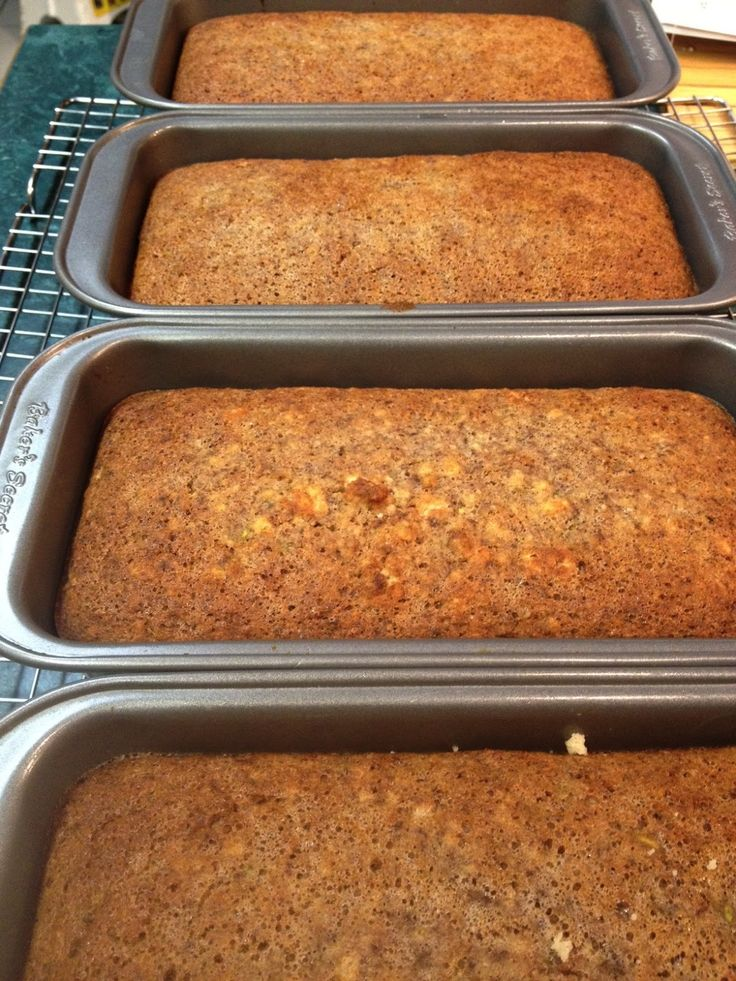 Fit Chick's Healthy Lifestyle Blog: Zucchini Bread - No Sugar, Low Carb