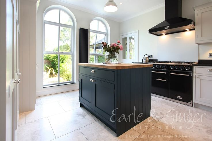 Bespoke in-frame shaker Hand painted with Farrow & Ball 'Cornforth White' & 'Hague Blue' - Another quality installation by Earle & Ginger Kitchens.