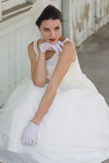 BRIDE CHIC: THE FINE ART OF WEARING GLOVES