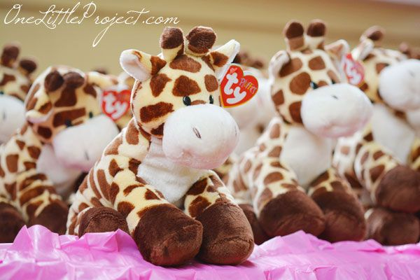 Giraffe Birthday Party � Another adorable first birthday party idea