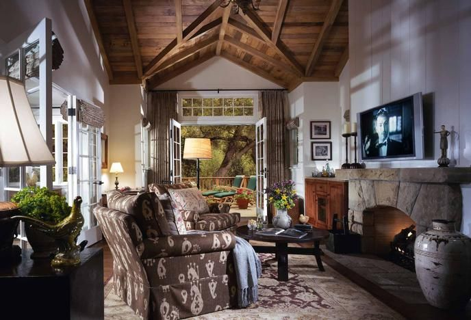 San Ysidro Ranch #SantaBarbara. I celebrated a birthday here in 2011; highly recommend a higher end detached cottage with a private hot tub and ocean view. Eating here at night under the lights was incredible. Very special stay. (Stayed Feb 2012)