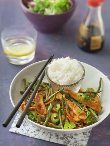 sauce soja, cumin, gingembre, blanc de poulet, haricot vert, piment de Cayenne, oignon, sel, carotte, miel