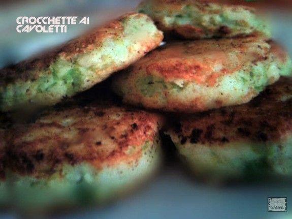 Crocchette di patate e cavoletti al forno, un secondo piatto molto gustoso e semplice da preparare
