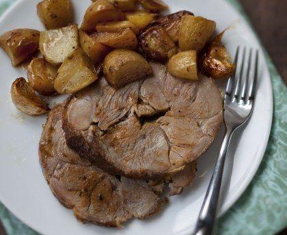 Gigot d'agneau aux pommes boulangères : Recette de Gigot d'agneau aux pommes boulangères - Marmiton