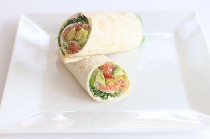 Wrap met avocado mango salsa en gerookte zalm, om je vingers bij af te likken! Read more