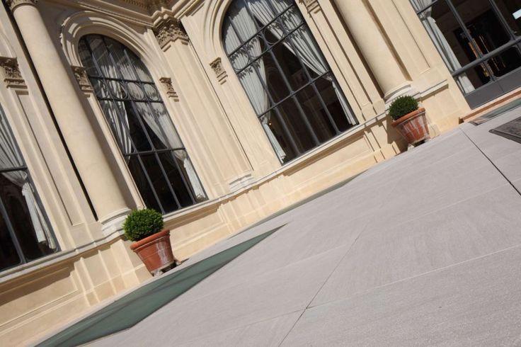 Terazza Carisbo - Bologna #ceramicheCaesar #gres #porcellanato #tiles #porcelainTiles #terrace #bank