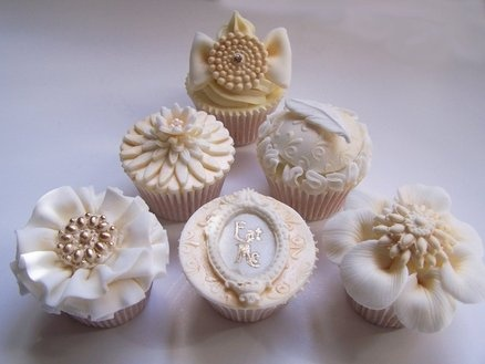 Vintage cupcakes  Cake by Bethski