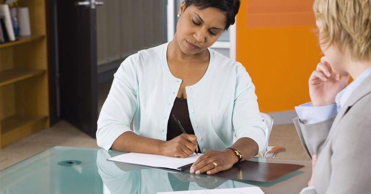 Cómo llenar una solicitud de empleo en línea. En la sociedad actual tecnológicamente avanzada, muchos empleadores y buscadores de empleo han descubierto que es más fácil llenar una solicitud en Internet. No solo es más conveniente, sino que también le permite a los empleadores llegar a un rango más amplio de empleados potenciales. Aquí hay algunos consejos que considerar cuando se trata de ...