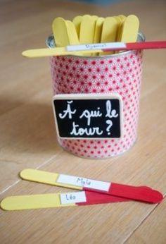 Les fameux bâtons de pops pour piger le nom des élèves! Un classique qui est toujours aussi amusant!!!