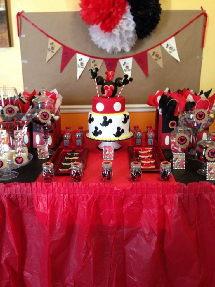 How To Set An Informal Table 12 Days Of Christmas Table: Mickey Mouse Table Set Up