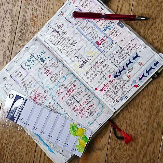 先週のジブン手帳📔 実は昨日までこのページ真っ白でした(^_^ゞ💦 昨日急に手帳書きたい欲が暴走してこんなんになりました💦💦 色づかいとかめちゃくちゃです。 なんでもありなページです。 たまにこんなんになります。 フランクリンプランナーのお花のページファインダーがかわいいけど金欠なので自分なりに作ってみた! マステ貼っただけだけど……(^_^ゞ でもこれだけで気分上がる⤴️⤴️ #ジブン手帳#ジブン手帳biz #ジブン手帳同好会#フランクリンプランナー#フランクリン手帳#手帳#手帳グッズ#手帳タイム