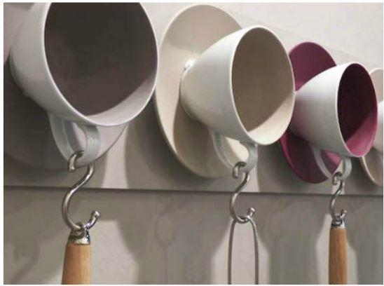Conexão Décor Xicaras cabides para ideias criativas e charmosas para a cozinha http://conexaodecor.com/2017/10/16-ideias-criativas-e-charmosas-para-cozinha-que-voce-pode-fazer/