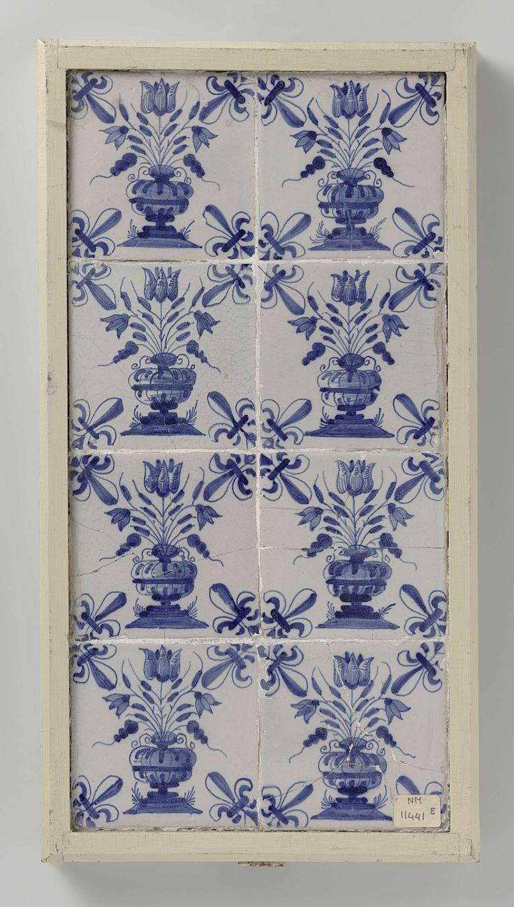 Anonymous | Veld van acht tegels, Anonymous, 1640 - 1660 | Veld van 8 tegels (4 x 2) elk met een blauw geschilderde bloempot op een grondje. In de hoeken, een lelie.