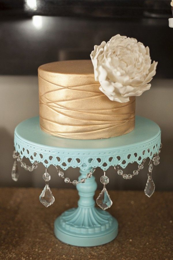Cake With Gold Decoration : Best 25+ Gold cake ideas on Pinterest
