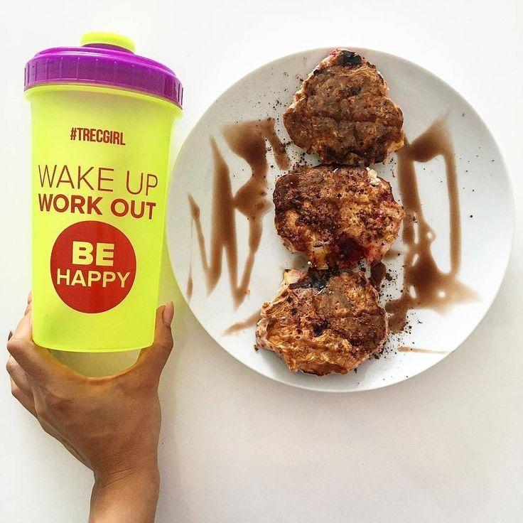 ✔️blendujemy 4 białka, 2 łyżki płatków owsianych, 2 łyżki maki gryczanej, kakao, słodzik, wiórki kokosowe, #truskawki. Do masy dodajemy pokrojone truskawki i smażymy na oleju kokosowym 👌 ✔️blend 4 egg whites, 2 spoons oat flakes, 2 spoons buckwheat flour, cocoa, sweetener, coconut shrims, #strawberries. Add sliced strawberries and fry on #coconutoil 👌  #breakfast #omelette #heathy #nutrition #food #meal #diet #eatclean #lifestyle #workout #motivation #inspiration #dieta