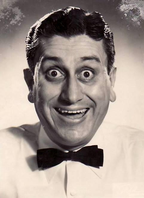 Cevat Kurtuluş, #Yeşilçam'ın yüzünü en iyi kullanan, sayısız filmde rol almış yardımcı oyuncularındandı... #istanlook