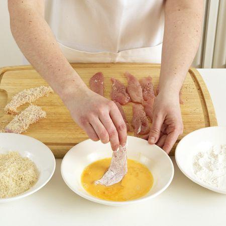 Beim Panieren und anschließendem Braten oder Frittieren erhalten Fleisch, Fisch und auch Gemüse eine goldbraune, herrlich krosse Hülle.