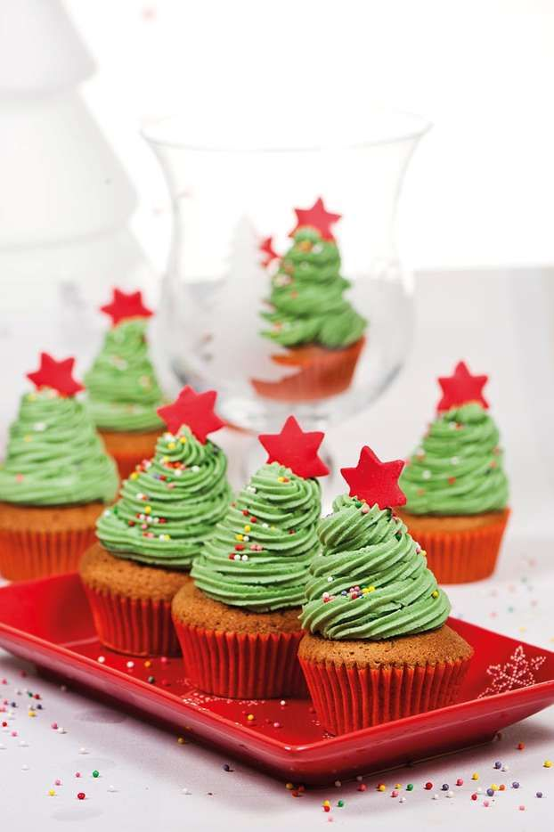 Cupcake di Natale: idee per preparare deliziosi #cupcake. http://www.arturotv.tv/dolci-dessert/cupcake-dolci/cupcake-natale-idee-natale