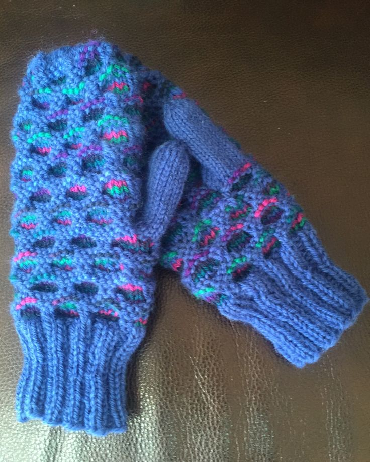 Newfie mitts pattern by Nadine Reeves Ravelry.com Made with Patons Classic Wool size 4.0 mm needles