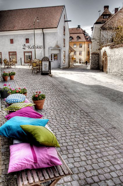 Visby, Gotland island, Sweden Color cushion. Cojines de colores